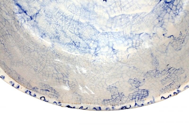 Błękitna umywalka z wzorem