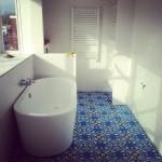 Cementowe płytki łazienka