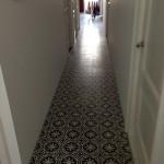 Cementowe płytki korytarz