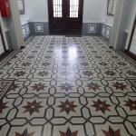 Szkoła Podstawowa nr 1, posadzki dywanowe w holu wejściowym